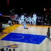 Un joueur de Los Angeles rate un dunk immanquable