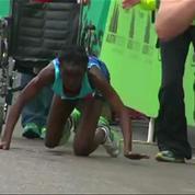 A bout de forces, elle termine un marathon sur les genoux et à la 3e place