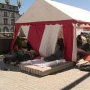 Clermont-Ferrand: 300 personnes toujours privées d'hébergement campent devant l'église
