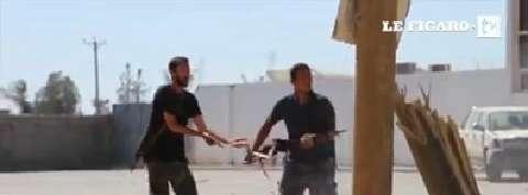 Libye : la violence des combats autour de l'aéroport de Tripoli