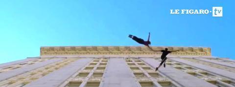 Ils dansent suspendus au dessus du vide