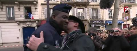 L'accolade émouvante entre un CRS et un manifestant
