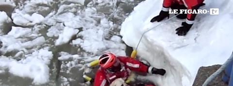Un labrador sauvé de l'eau glacée par des garde-côtes américains