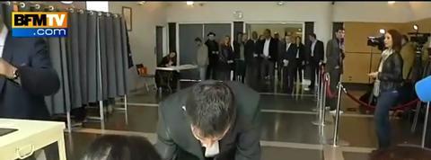 Départementales: Manuel Valls a voté à Evry, dans l'Essonne