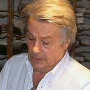 La cave d'Alain Delon sera mise aux enchères au Fouquet's