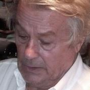 People : Alain Delon vend ses grands crus aux enchères
